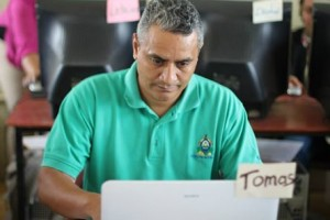 Director, School  José Cecilio del Valle of Cuyalí learning the use of Technological tools to improve learning in the classroom